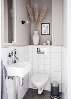 How to make the small bathroom feel bigger - 7 tips, How to make a small bathroom feel bigger - 7 compact living tips Bad Inspiration, Decoration Inspiration, Interior Minimalista, Small Toilet, Tiny Bathrooms, Contemporary Bathrooms, Compact Living, Minimalist Bathroom, Bathroom Renovations