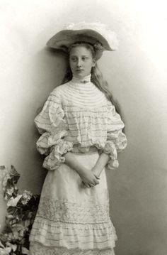 Principessa Augusta Viktoria di Hohenzollern-Sigmaringen, poi regina consorte del Portogallo.  1900