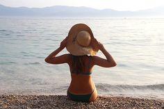 Photocase - 'Young beautiful woman on the beach' ein Foto von 'tannjuska'
