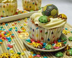 Artes da Sadhia na cozinha : Cupcakes da Copa joaninhas e bolas da Stalden Decor tema copa