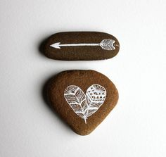 Reserved for Wenwen Heart and Arrow Painted Stone di RiverLuna