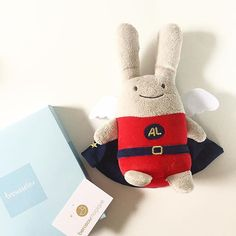 Cet ange-lapin était sur sa liste de naissance, finalement ce sera son cadeau des 1an! Mon petit Pablo est gâté. Merci @berceau_magique et @trousselier_paris 💙 #trousselier #angelapin #superhero #doudou