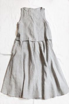 Linen dress, a seam here with wider bottom, covered by a pleat Cut Up Shirts, Tie Dye Shirts, Shirt Refashion, T Shirt Diy, Vetements Clothing, Matching Couple Shirts, Schneider, Linen Dresses, Mode Outfits