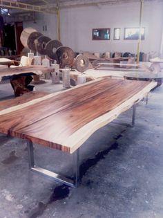 suar tisch mit geburstetem chromstahl fuss 300 120cm im kundenauftrag am 04 05 2016 in bali fertiggestellt und nun auf dem weg in die schweiz