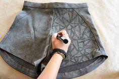 The Papercut Collective: Hand Drawing | Zo versier je met een textielstift elk stuk stof met jouw eigen print