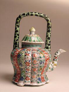 teapots - Ceramics and Pottery Arts and Resources Pottery Teapots, Ceramic Teapots, Teapots Unique, Tea Pot Set, Teapots And Cups, Chinese Ceramics, Chocolate Pots, My Tea, Tea Time