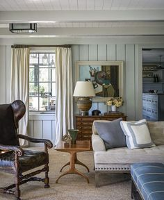 Favorites for Friday It's not the room itself, it is the combination of subtle colors - the cream, beige and blue. 50 Favorites for FridayIt's not the room itself, it is the combination of subtle colors - the cream, beige and blue. 50 Favorites for Friday Coastal Living Rooms, Living Room Decor, Living Spaces, Cottage Living, Coastal Cottage, Country Living, Living Area, Style At Home, Beach House Decor