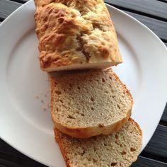 Dieses Rezept habe ich von meiner lieben Freundin Magali aus Genf. Dank dem Honig und naturtrübem Apfelsaft schmeckt es unglaublich gut. Und wie bei Elle Republic Pflicht, ist dieses Bananenbrot au…