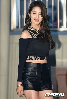 Off Shoulder Top with Leather Short and Strapless Top Fashion of Nam Jihyun in Crazy