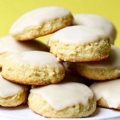These gluten-free and dairy-free lemon cookies are moist, light, and soft. Melt-in-your-mouth lemony goodness - and ridiculously easy, too! Top Recipes, Diabetic Recipes, Diet Recipes, Flour Recipes, Crackers, Graham, Yogurt, Cookie Glaze, How To Cook Liver
