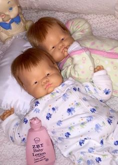 "Early 1960's ""Baby Dear"" twins by vogue (18"") Little Girl Toys, Toys For Girls, Kids Toys, Reborn Dolls, Reborn Babies, Old Dolls, Antique Dolls, Baby Painting, Pretty Dolls"