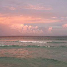 "avoidantangel:  "" An unedited pic of the ocean I took   """