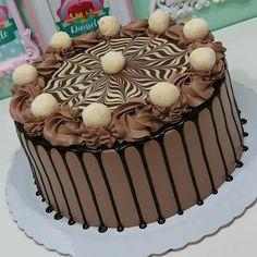 Chocolate Drip Cake Birthday, Chocolate Birthday Cake Decoration, Birthday Cake Decorating, Cake Decorating Frosting, Cake Decorating Videos, Cake Decorating Techniques, Chocolate Cake Designs, Chocolate Ganache Cake, Cake Icing