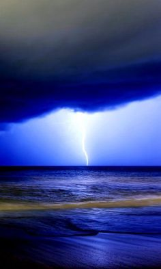 Watch a lightning storm over the beautiful ocean an take amazing pictures! Nature Pictures, Cool Pictures, Cool Photos, Beautiful Pictures, Beautiful Sky, Beautiful World, Beautiful Places, Fuerza Natural, Tornados