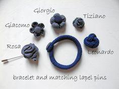 Bracelet en laine merinos avec bouton chevron. par ylleanna sur Etsy