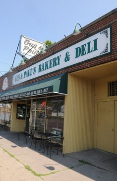 A look at Gus & Paul's bakery and deli in Springfield, MA.  They make the best carrot cake!