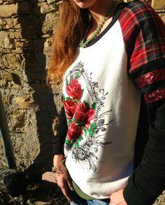 @FASHIONAMY by Amanda Marzolini by Amanda Marzolini  #Felpa con motivo floreale ed #applicazione tartan con #paillettes by Amanda Marzolini