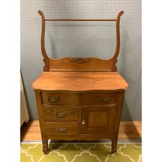 """Vintage fine washstand from early 20 century. Made of oak. Dimensions: Without the towel bar attachment - just body H """" X 18 """" X . Antique Wash Stand, Plantation Homes, French Home Decor, Victorian House, Early American, Storage Cabinets, Home Bedroom, End Tables, Basin"""