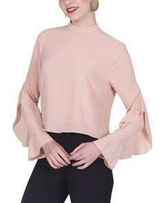 Blouse with volant on the sleeves