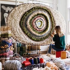 Woven Textile Wall Hangings By Artist Tammy Kanat - This Artist Turns Yarn Into Some Serious Wall Decor The Effective Pictures We Offer You About diy p - Weaving Textiles, Tapestry Weaving, Circular Weaving, Hand Weaving, Diy Laine, Weaving Projects, Woven Wall Hanging, Textile Artists, Rug Hooking