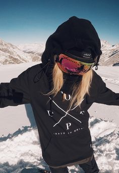Wanna see more snowboards stuff? Just tap visit buttons! Snowboarding Outfit, Snowboarding Women, Snowboard Girl, Ski Vacation, Ski Season, Alpine Skiing, Skate Surf, Snow Fashion, Sports
