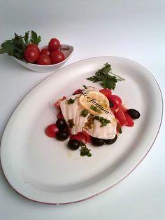 Filetto di platessa al forno con pomodorini e olive