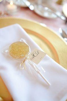 lollipop favors   ~  we ❤ this! moncheribridals.com #weddingfavors