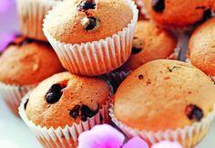 Brioşe cu lămâie şi fulgi de ciocolată | Click! Pofta Buna! Cake Cookies, Cupcakes, Romanian Food, No Cook Desserts, Cheesecakes, My Recipes, Muffins, Food And Drink, Yummy Food