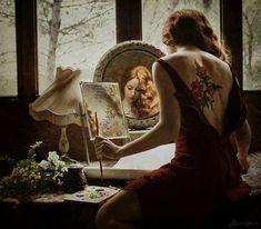 NO ESPELHO..  O olhar preso no espelho A desvendar os mistérios Que aquela alma inquieta Guardava com seus silêncios  Decifrava desejos Matava a sede de beijos Entregava a caricias Mesmo sem perceber.  Via o olhar refletido A boca  do seu amado Brincando ..Mandando beijos No reflexo ..Ali guadado.  Aquela figura..Esguia Que em sonhos lhe aparecia Agora estava no espelho A onde lhe refletia.  O encanto do reflexo O amplexo recebia A alma regozijava Com sonhos que lhe pertencia. Marilene…