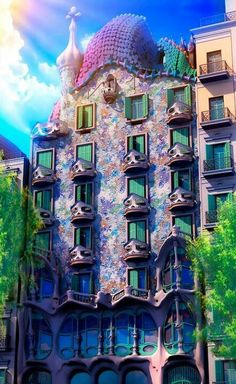 Casa Batllo, Barcelona, 1900-07. By Gaudi. Islamic, gothic & baroque traditions of Barcelona. Nickname:house of yawns