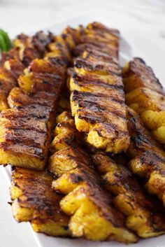 Cinnamon sugar gives this grilled pineapple a delicious caramelized coating and tastes amazing. This is a healthy dessert that has no fat and is perfect for your summer grilling. #grilling #fruitdessert #grilledpineapple #weightwatchers #slimmingworld #healthydessert #fatfreedessert #savorthebest