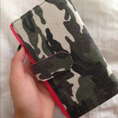 Camo / Hot pink Wallet Never used perfect condition/ willing to trade Urban Outfitters Bags Wallets