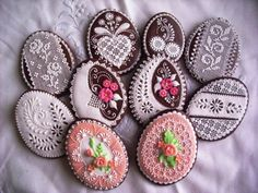velikonoce perniky | my auntie does these each Easter too....
