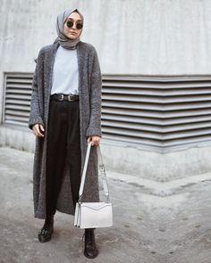 2,792 vind-ik-leuks, 35 reacties - ELİF DOĞAN (@elifd0gan) op Instagram: '@tutalldesign • Biri sıcacık hırka mı dedi ?😎' Stylish Hijab, Normcore, Instagram, Style, Fashion, Swag, Moda, Fashion Styles, Fashion Illustrations