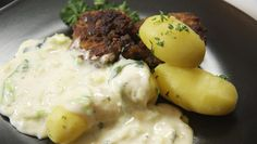 Stuvet spidskål, frikadeller og kartofler