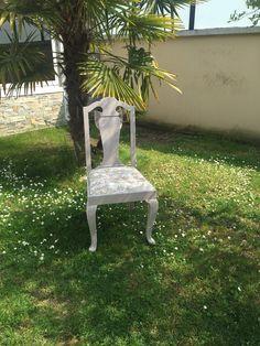 Chaise restaurée taupe patiné blanc toile de jouy beige noeud dentelle lin Campagne chic de la boutique Monautrefois sur Etsy