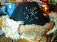 How to construct a Viking hat