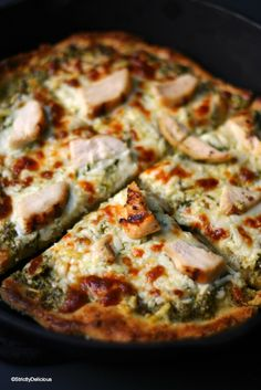 Buffalo chicken, pasta and cheese in one dish to create a yummy meal called the buffalo chicken baked ziti. The baked ziti with chicken is easy to make Dairy Free Pesto, Gluten Free Pizza, Dairy Free Recipes, Healthy Recipes, Diet Recipes, Healthy Food, Recipies, Grilling Recipes, Easy Recipes