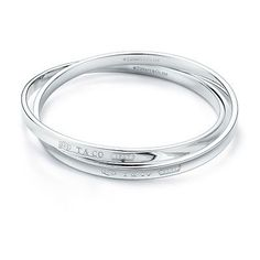 Tiffany OFF! Tiffany 1837 interlocking circles bangle in sterling silver medium. Tiffany E Co, Tiffany And Co Outlet, Tiffany Bangle, Tiffany Jewelry, Tiffany Blue, Tiffany Solitaire, Solitaire Diamond, Jewelry Box, Jewelery