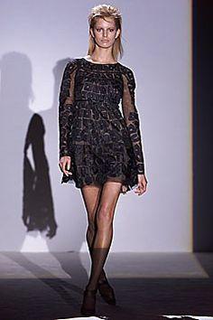 Gucci Fall 2001 Ready-to-Wear Fashion Show - Karolina Kurkova, Tom Ford