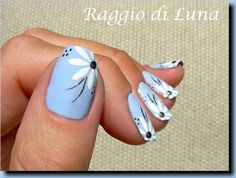 Raggio di Luna Nails-a definite must this summer! Daisy Nails, Blue Nails, Get Nails, Hair And Nails, Flower Nail Art, Flower Toe Nails, Spring Nail Art, Manicure E Pedicure, Toe Nail Art