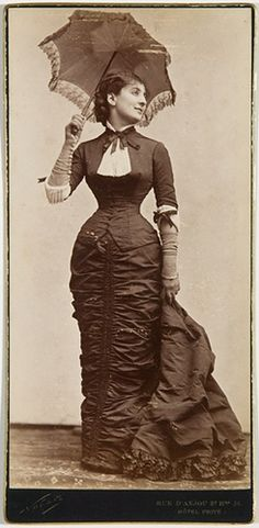 1885 ruffled gown and gorgeous parasol