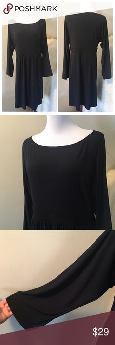 Laundry by Design Navy Long Sleeve Dress Great long sleeve simple dress. Dark blue with black trim on waist. Great condition. Stretchy and comfortable. Large sleeves - like bell shape. Let me know if you have any questions. Laundry by Design Dresses Long Sleeve