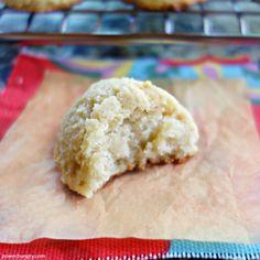 Blissful banana almond flour cookies, made with no more than almond flour, bananas & baking powder. They are vegan, oil-free, & grain-free. Almond Flour Cookies, Almond Flour Recipes, Cookies Vegan, Ripe Banana Recipe, Banana Recipes, Biscuit Spread, 3 Ingredient Cookies, Blanched Almond Flour, Paleo Dessert