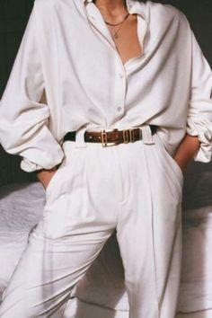 Comment porter un pantalon plissé blanc à taille haute cet été    Source by Mandydemidov #blanc #cet #clothes ideas hipster #Comment #été #haute #pantalón #plissé #porter #taille