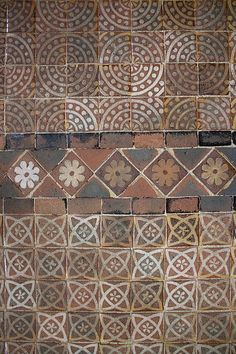 File:Winchester Cathedral Floor Tiles 2 (5696958915).jpg