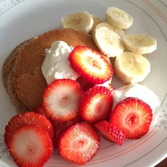 Vanilla Protein Pancakes with Strawberries and Bananas #recipe #breakfast #healthy