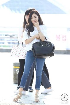 Image about fashion in ❤️❤️티파니💖Tiffany❤️ by 미영 🌙 Sooyoung, Yoona, Snsd Airport Fashion, Snsd Fashion, Girl Fashion, Fashion Photo, Tiffany Girls, Snsd Tiffany, Tiffany Hwang