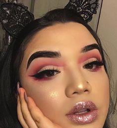 Not feeling the highlight on th3 cheek and I just....I am just not really into cut crease. But overall cute. ~brookncole