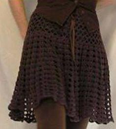 FOTO SACADA DE LA WEB. Hoy les dejo acá como se hace ésta falda, MATERIALES. 300 grs de hilado de algodón aguja de crochet N° 4 PUNTO EMPLEADO Varetas Medio punto Cadenas DESARROLLO Con la medida de la cintura, hacer una cadena y en ella una cinturilla en medio punto, de 5 o 6 cms, (ésto es para que tome consistencia en la cintura) Luego tejer como nos indica el gráfico N°1. Tejer en forma recta de 15 a 18…